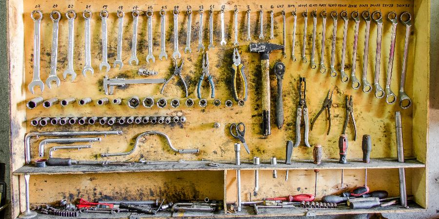 banner of 16 Tools You Need for DIY Car Repairs
